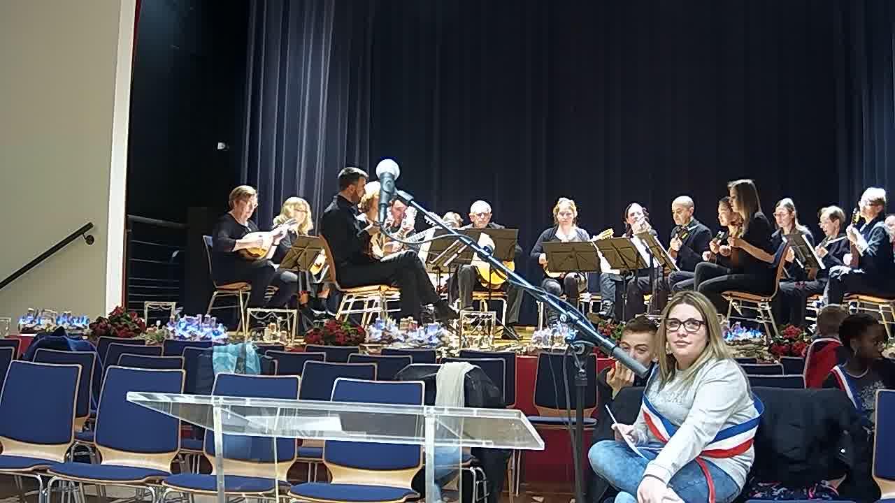 arrivée du public - orchestre de mandolines
